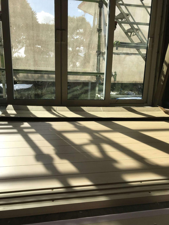 和室に設けた出窓です。網代天井とゆう仕上がりになっています。